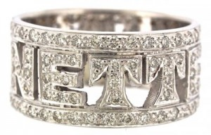 18kt diamond name ring
